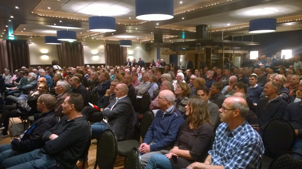 Volle zaal in de Rijen